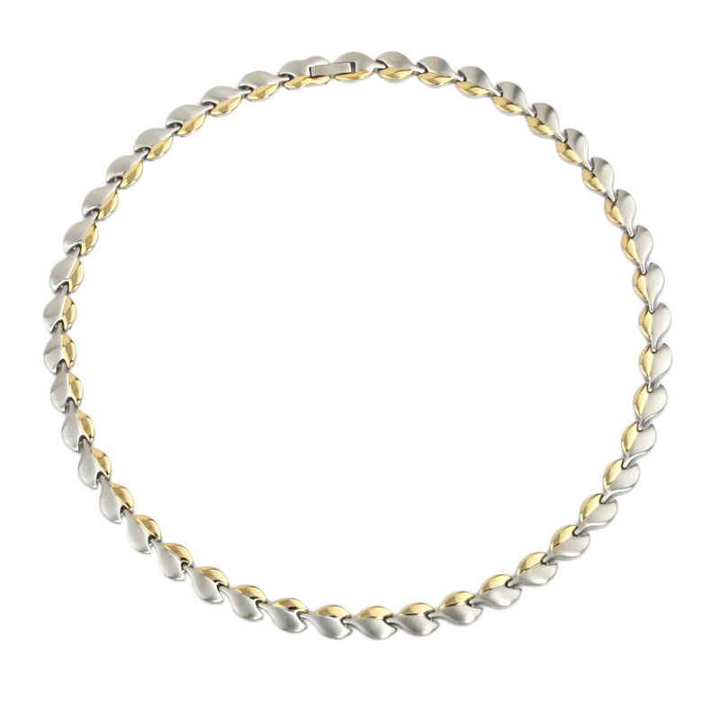 magnet-halskaede-i-rustfri-staal-med-soelv-guld-3000-gauss-pr-magnet-.jpg