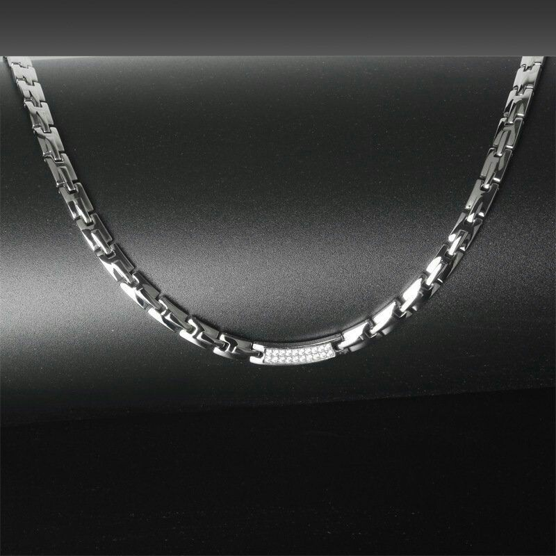 silverplate-magnethalskaede-i-rustfri-staal-med-zirkoner-.jpg